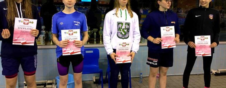 Pływacy z SMS Oświęcim błysnęli w Ostrowcu Świętokrzyskim – FOTO