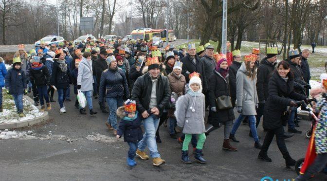 Około półtora tysiąca ludzi liczył Orszak Trzech Króli, który przeszedł dzisiaj ulicami Oświęcimia. Podobne orszaki zorganizowało prawie 900 miast w Polsce.