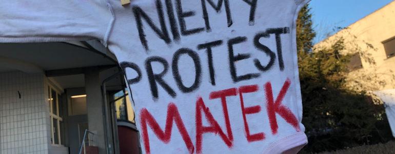 Matki kontra ZUS. Protest w Oświęcimiu – FOTO