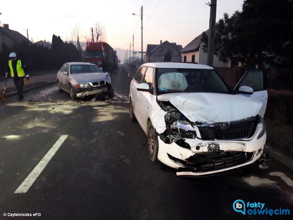Jedna poszkodowana osoba i trzy rozbite samochody to efekt dwóch zdarzeń drogowych, do których doszło na drogach powiatu oświęcimskiego.