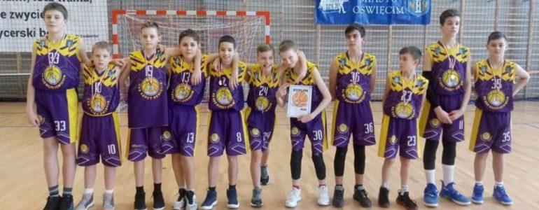Zawodnicy dwójki mistrzami Oświęcimia w koszykówce