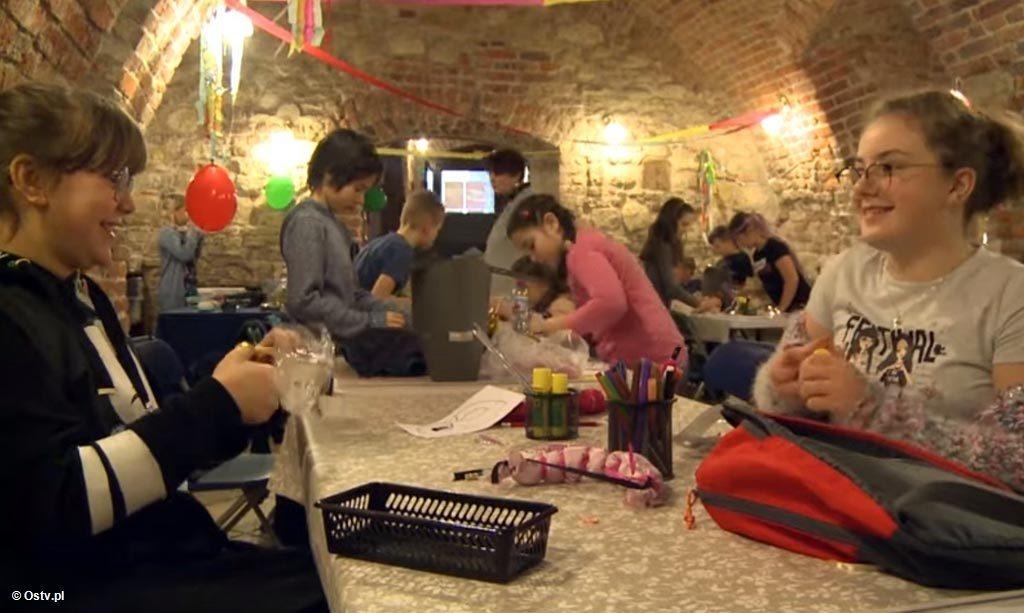 """""""Wieści z ratusza"""" pokazują tunele pod oświęcimskim zamkiem, które już niebawem będą mogli zwiedzać turyści. Pokazują też ferie w Muzeum Zamek."""