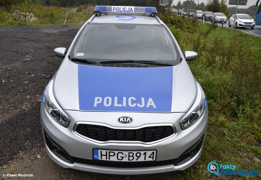 Dwukrotnie w ciągu kilku godzin interweniowali kęccy i oświęcimscy policjanci na ulicy Sobieskiego w Kętach. Jeden z kierowców stracił prawo jazdy.