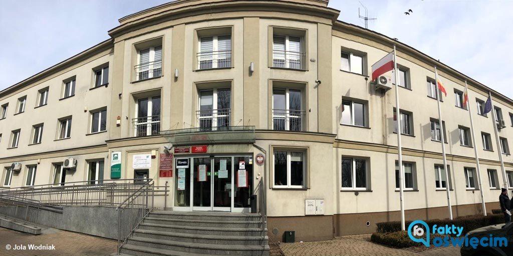 Paweł Kobielusz, wicestarosta oświęcimski, podjął decyzję o wstrzymaniu bezpośredniej obsługi klientów w Starostwie Powiatowym w Oświęcimiu.
