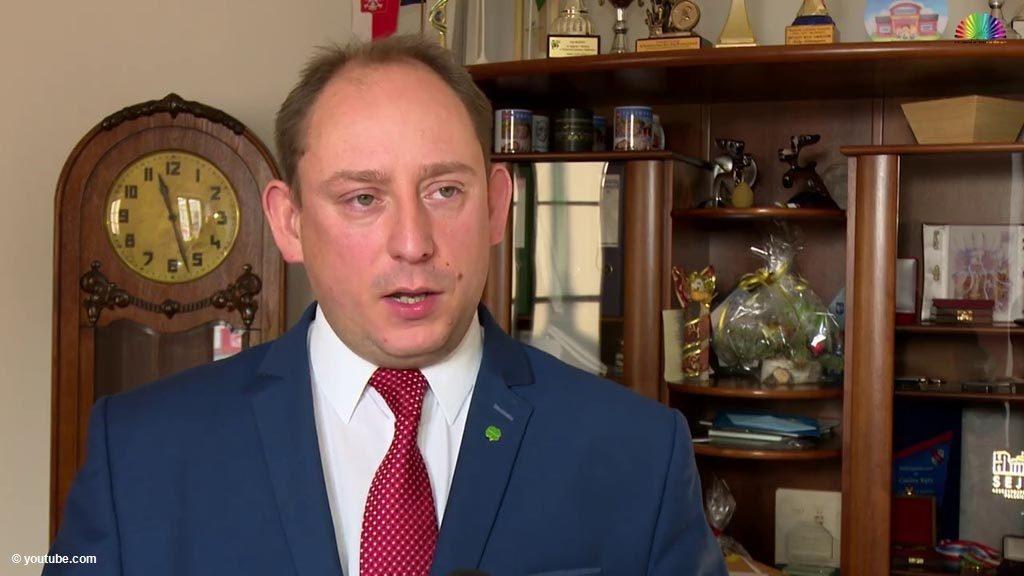 """Krzysztof Klęczar, burmistrz Kęt, odmówił podpisania, dotyczącego tegorocznych wyborów prezydenckich. """"Nie przyłożę ręki do narażania ludzi"""" - napisał."""