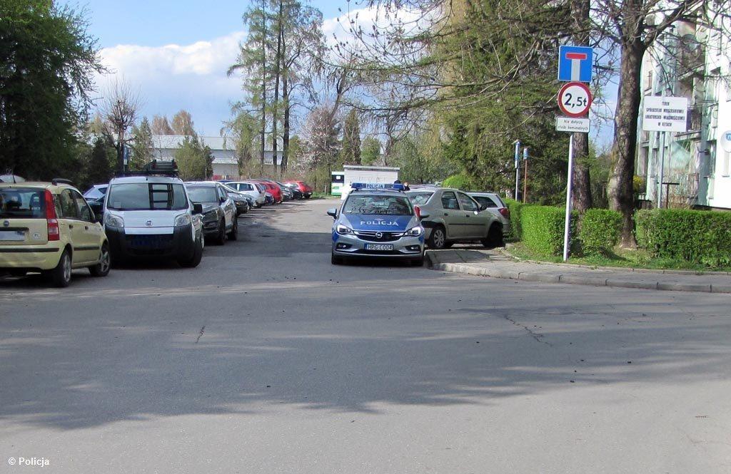 W gminie Kęty doszło do dwóch przestępstw drogowych. Jeden kierowców zawracał i potrącił kobietę, która doznała obrażeń ciała. Drugi jechał bez prawa jazdy.