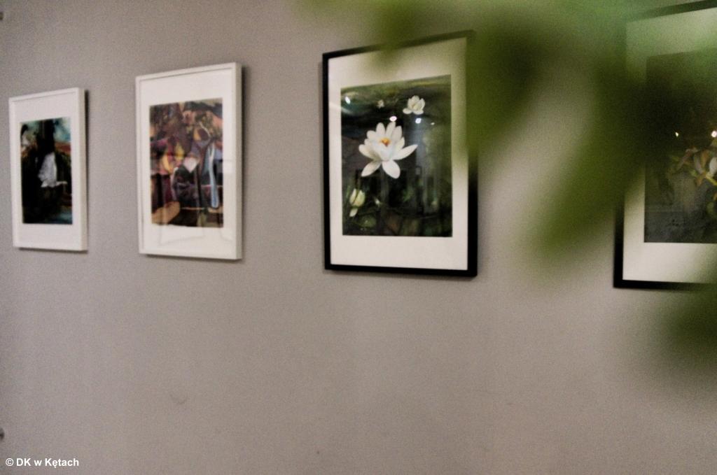Dom Kultury w Kętach zaprasza do galerii na parterze na wystawę prac Heleny Dzionyk - Jedwabistość duszy.
