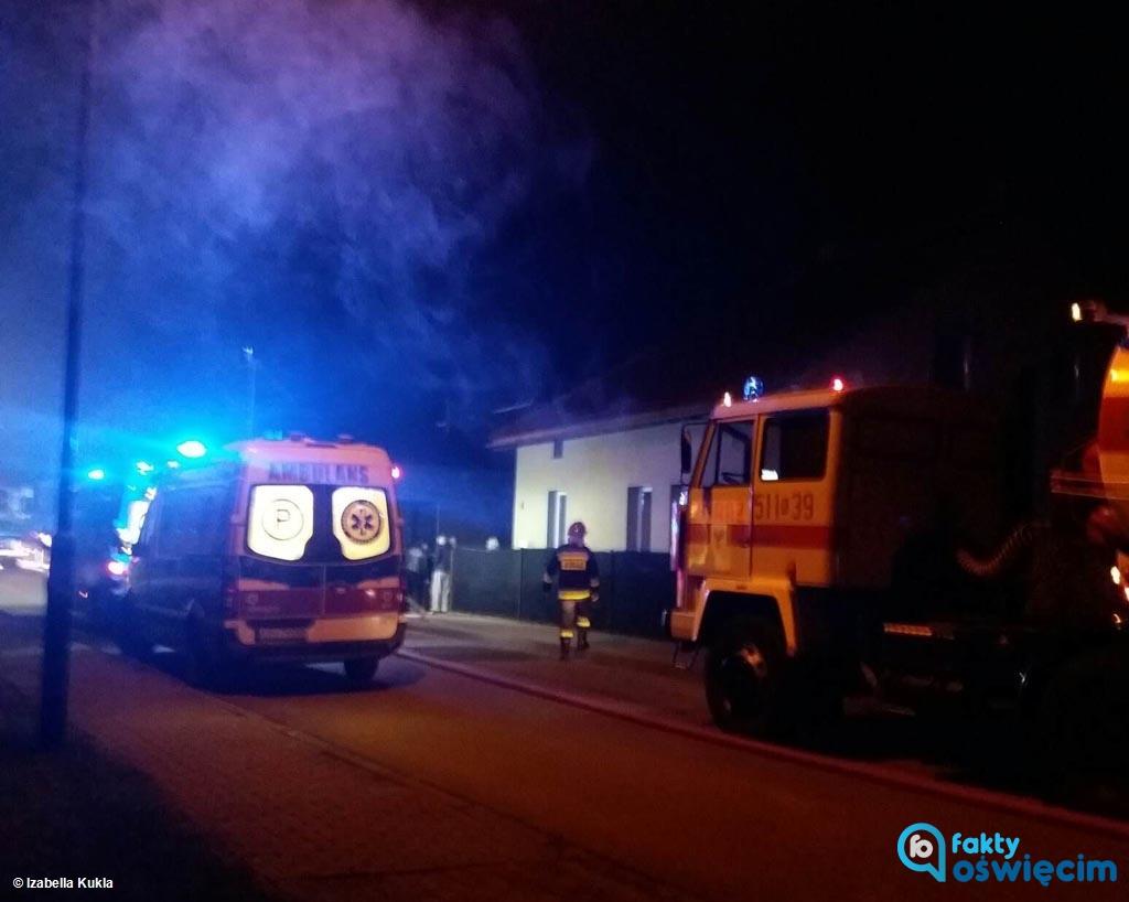 W nocy w Oświęcimiu w domu jednorodzinnym wybuchł pożar. Nie żyje 86-latka, która mieszkała w nim wraz z 60-letni synem. Sprawę bada prokuratura.