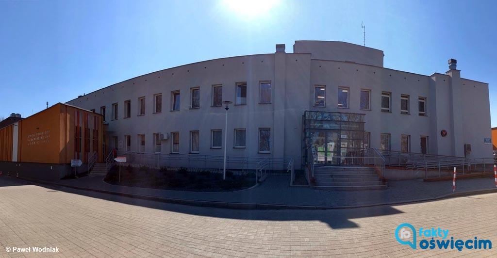 W Szpitalu Powiatowym w Oświęcimiu badania potwierdziły dwa przypadki COVID-19. Jeden z trzech oddziałów wewnętrznych służby objęły kwarantanną.