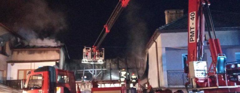 Ponad 40 strażaków walczyło z ogniem – FOTO