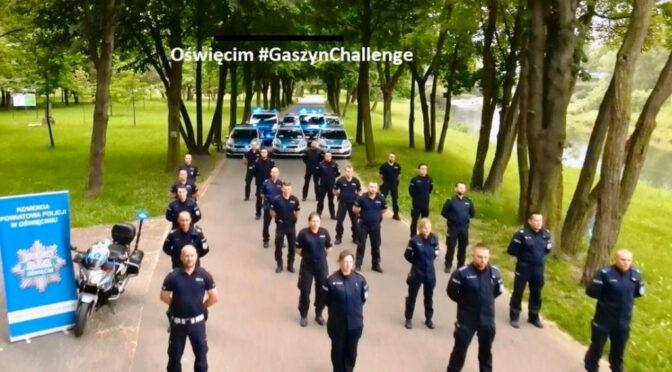 Oświęcimscy policjanci podjęli wyzwanie i przyłączyli się do akcji #GaszynChallenge dla chorego Wojtusia, Nikolki i innych dzieci potrzebujących wsparcia