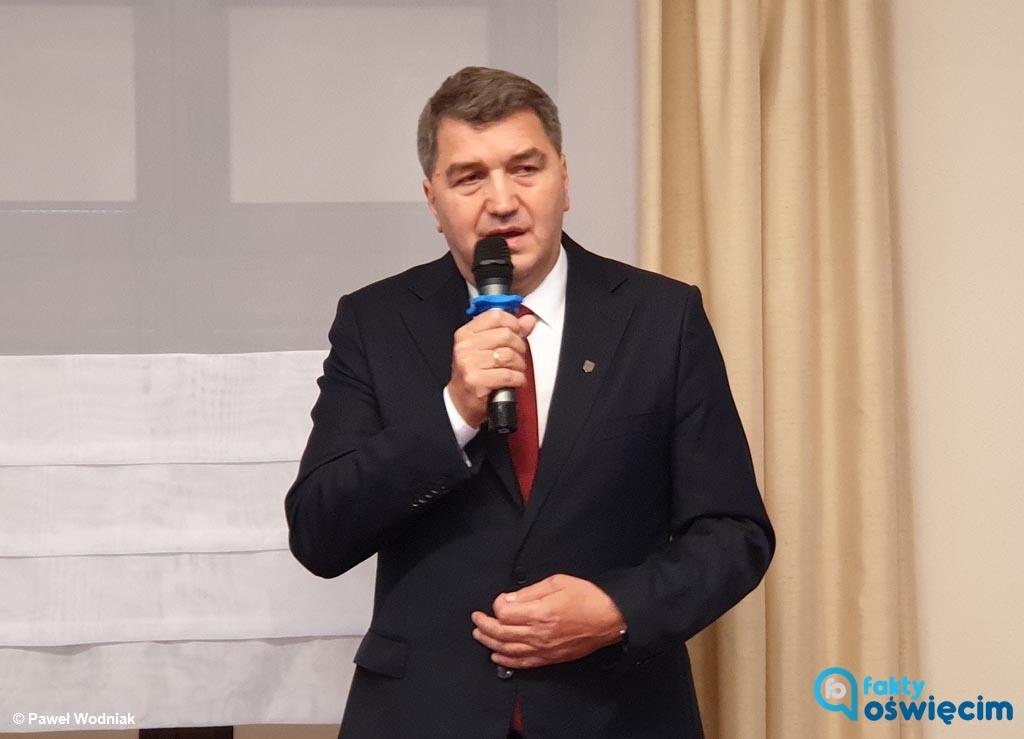 Prezydent Janusz Chwierut odpowiada na list otwarty radnych PiS. Podkreśla w nim, że nie można wykorzystywać tragedii Auschwitz do partykularnych celów.