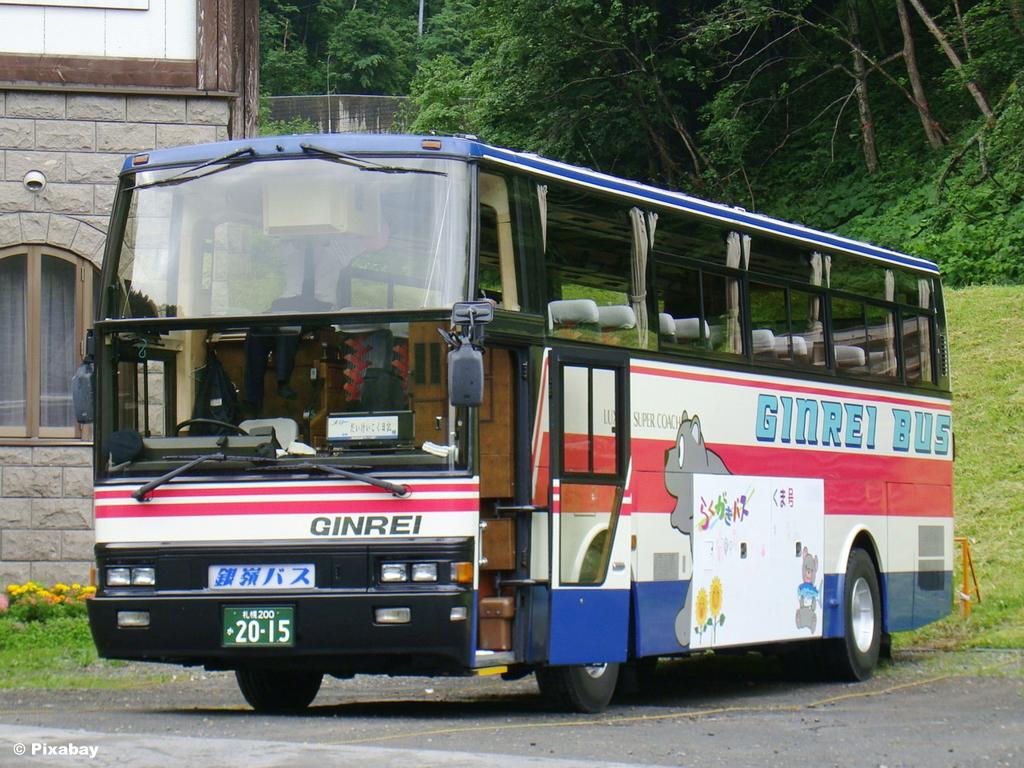 Policjanci rozpoczęli działania w ramach ogólnopolskiej akcji Bezpieczne Wakacje 2020. Ważnym elementem są kontrole autobusów wiozących dzieci na wypoczynek.