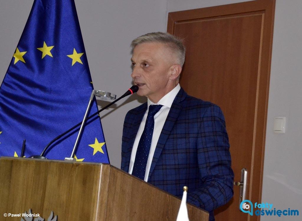 Tym razem starosta Marcin Niedziela odpowiada na list otwarty radnych PiS. Pisze o wykorzystywaniu bolesnej historii do partykularnych politycznych celów.
