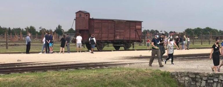 Miejsce pamięci Auschwitz dłużej otwarte dla zwiedzających