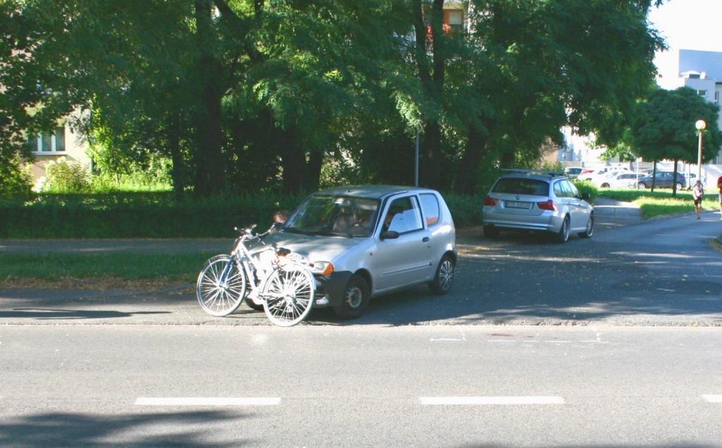 W czwartek popołudniu doszło do wypadku drogowego. Rannym w nim został 81-letni rowerzysta. Znamy wstępne ustalenia policjantów drogówki.