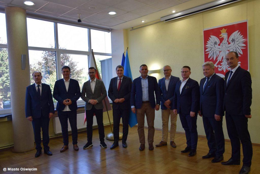 Samorządowcy zawiązali Stowarzyszenie Powiatów, Miast iGmin Forum Małopolski Zachodniej. Znamy skład dziesięcioosobowego zarządu.