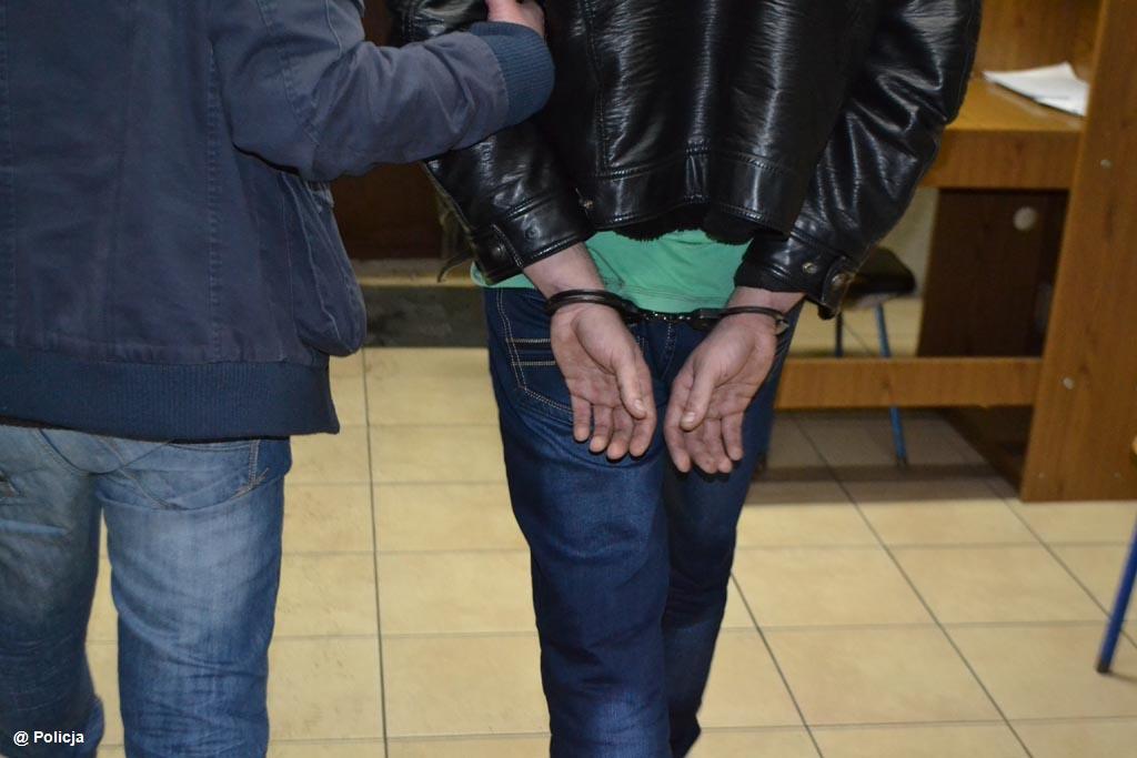 W ręce policjantów wpadł 24-latek, który ukrywał się, bo nie płacił alimentów. Teraz spędzi czas w więzieniu, z którego wyjdzie w połowie marca 2021 roku.