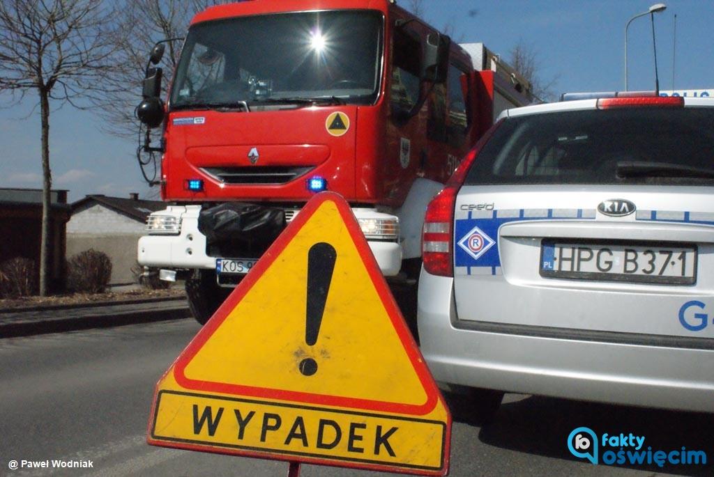 Dzisiaj rano na drodze krajowej nr 52 w Bulowicach doszło do wypadku drogowego. Autokar potrącił rowerzystę, który doznał obrażeń ciała i trafił do szpitala.