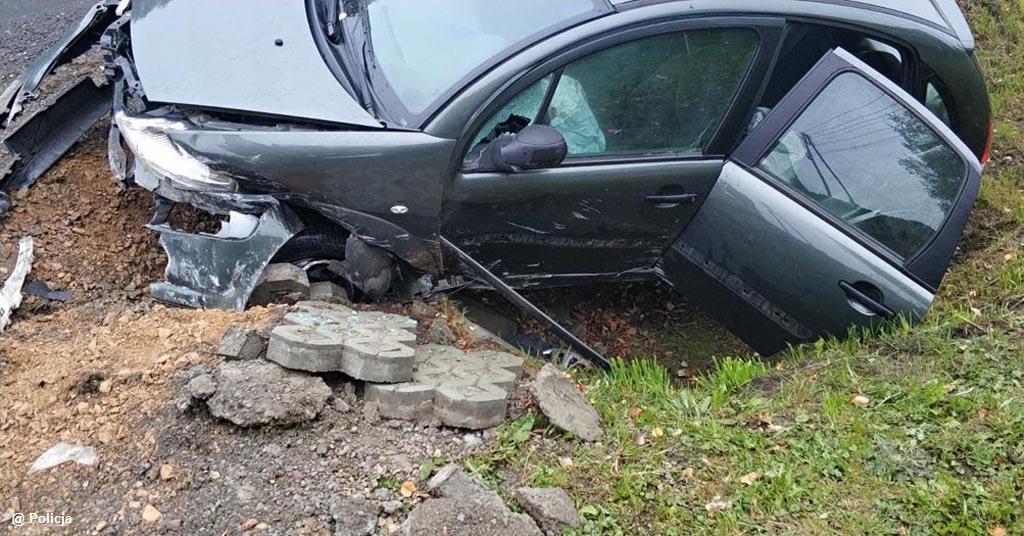 Pierwszy zasnął za kierownicą. Drugi jechał za szybko i z tego powodu też stracił panowanie nad kierownicą. Jeden wpadł do rowu, kolejny w poślizg.