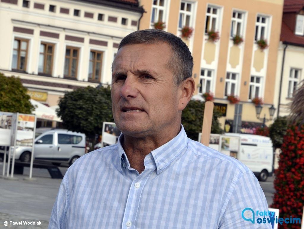 Wicewojewoda Zbigniew Starzec, były starosta oświęcimski, objął nowe obowiązki w Małopolskim Urzędzie Wojewódzkim. Poinformował o tym na Facebooku.