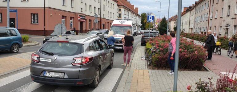 Senior wjechał rowerem wprost przed samochód – FOTO
