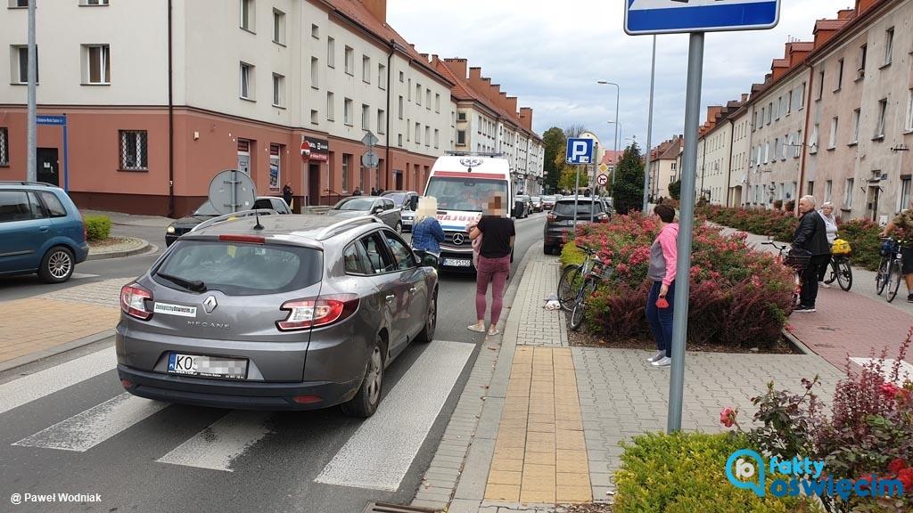 Dzisiaj po godzinie 14 na ulicy Olszewskiego w Oświęcimiu doszło do zdarzenia drogowego. Uczestniczący w nim senior trafił do szpitala.