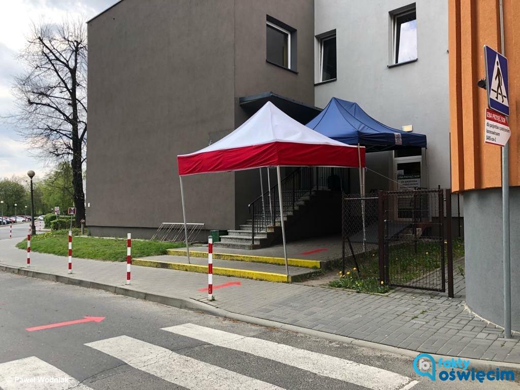 Wojewoda małopolski zdecydował, że Szpital Powiatowy w Oświęcimiu ma zapewnić łóżka dla zakażonych SARS-CoV-2 i chorych na COVID-19.