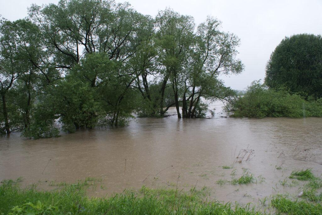 Prezydent Oświęcimia odwołał alarm powodziowy. W mieście wciąż obowiązuje pogotowie przeciwpowodziowe. Władze Brzeszcz utrzymują alarm w Jawiszowicach.