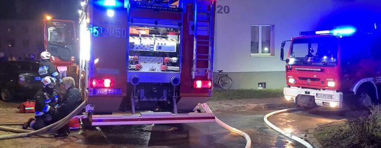 Pożar w bloku w Brzeszczach. 10 osób ewakuowanych – FILM, FOTO