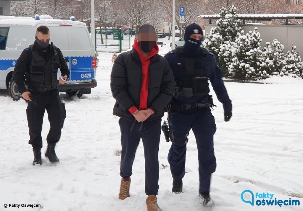 Policjanci zatrzymali osoby, które namalowały symbole nazistowskie na murze cmentarza żydowskiego w Oświęcimiu. Podejrzani przyznali się do winy.