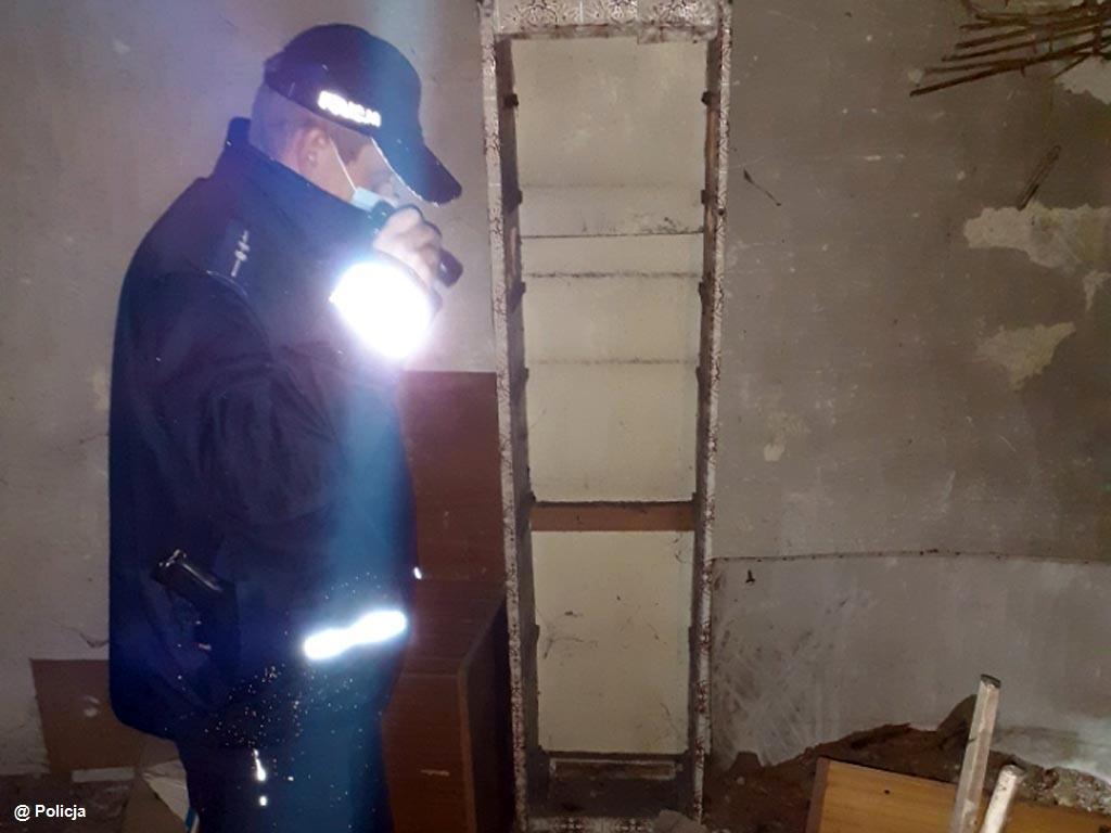 Oświęcimscy dzielnicowi uratowali dwóch mężczyzn przed zamarznięciem. Temperatura ciała jednego z oświęcimian spadła do 27 stopni Celsjusza.