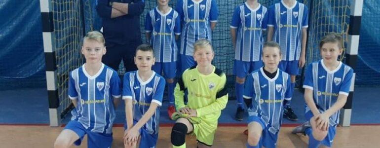 Młodzicy Unii mistrzami powiatu halowej piłki nożnej