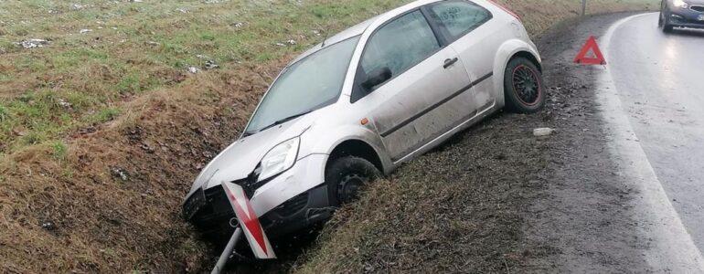 Stracił panowanie nad kierownicą i wjechał do rowu