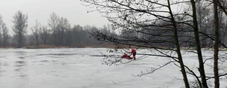 Wszedł na zamarznięty staw i wpadł pod lód
