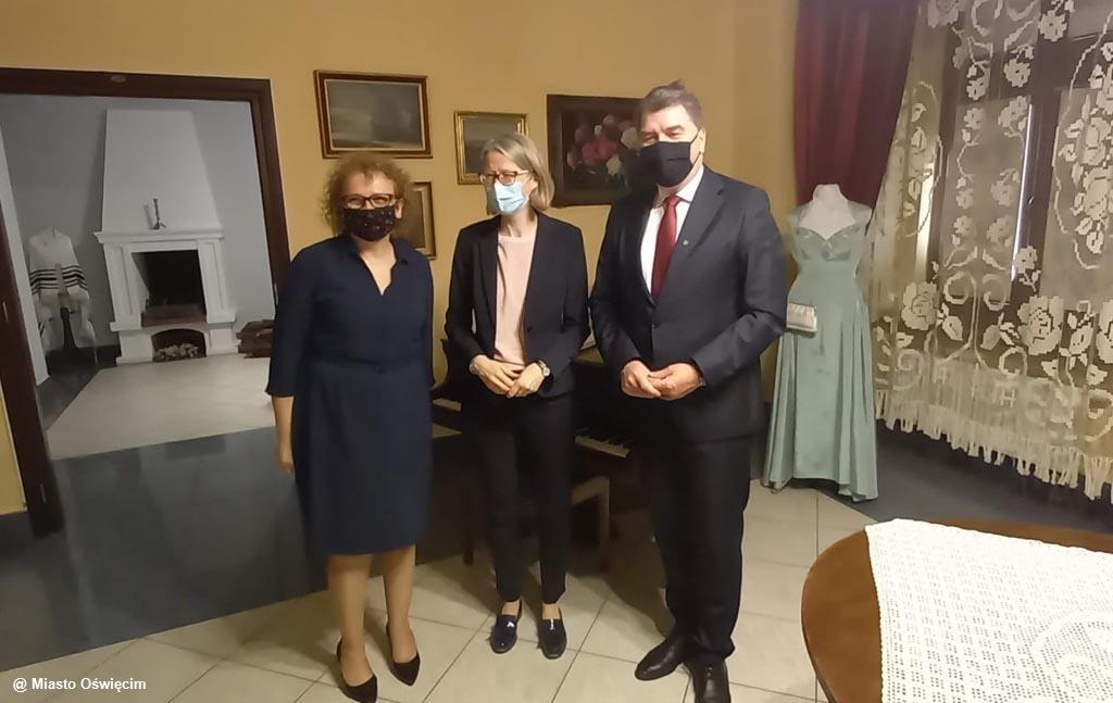 Anna Clunes, nowa ambasador Wielkiej Brytanii w Warszawie, odwiedziła Oświęcim. Podczas wizyty oddała hołd brytyjskim jeńcom wojennym.