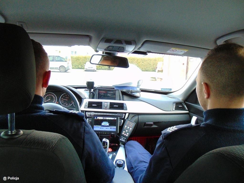 Przekroczył prędkość o prawie 70 km na godz. Uciekał przed policjantami niesprawnym samochodem. Prawo jazdy ma raptem od kilkunastu miesięcy.