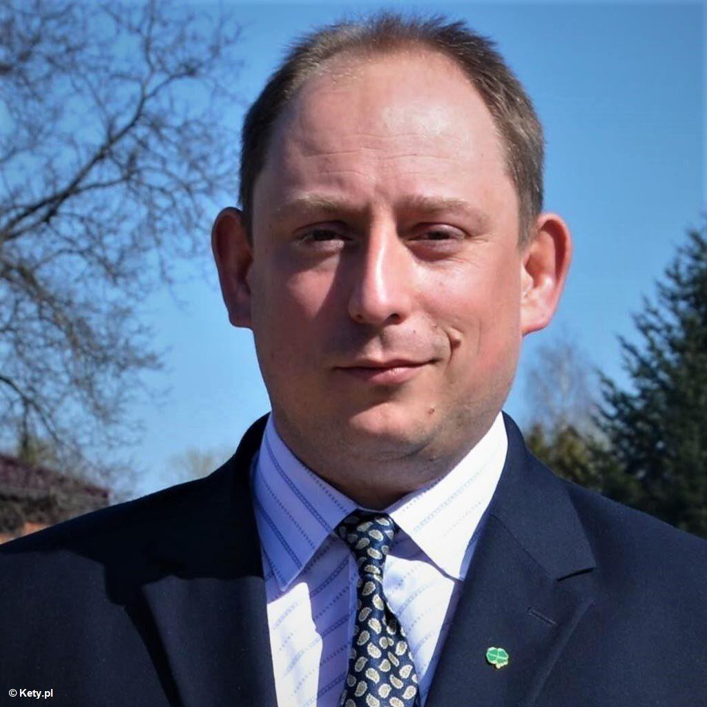 Wspieraniu lokalnych liderów PiS służy, zdaniem burmistrza Kęt, Rządowy Fundusz Inwestycji Lokalnych, finansowany z Funduszu Przeciwdziałania COVID-19.