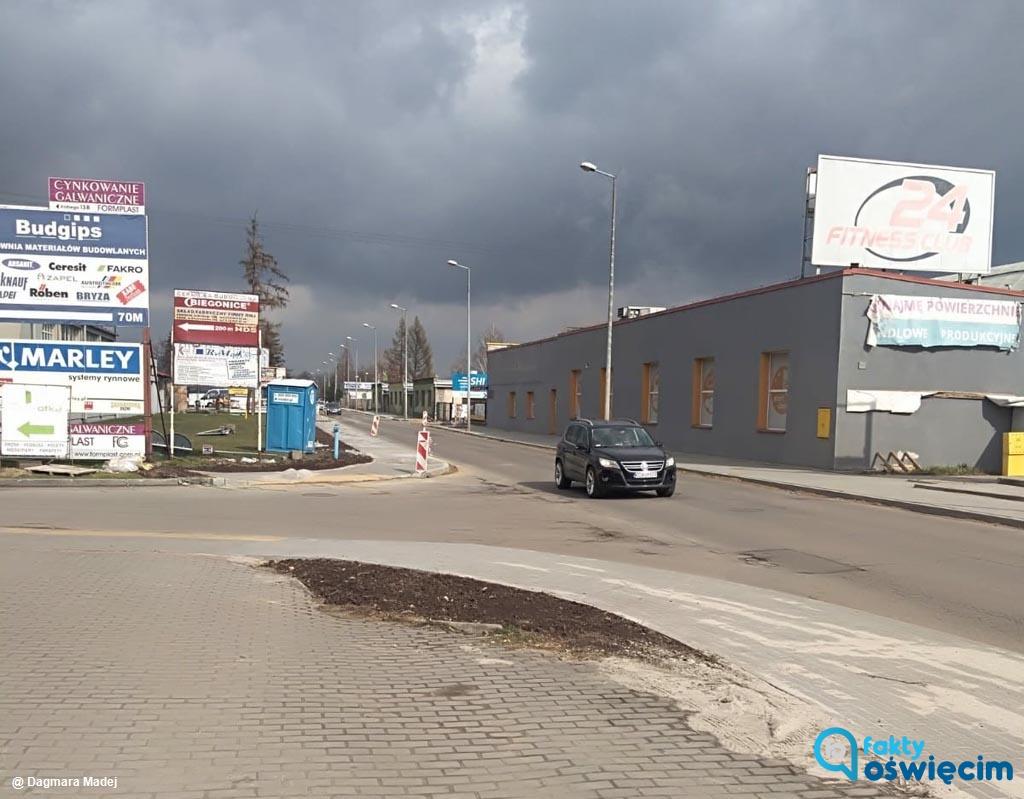 W czwartek rano drogowcy zamkną dla ruchu pojazdów odcinek modernizowanej ulicy Kolbego w Oświęcimiu. Cały remont ma się zakończyć przed 30 września.