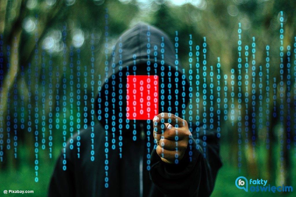 Dwa tysiące złotych stracił 21-letni mieszkaniec Oświęcimia. Podającego się za bankowca hakera poszukują policyjni dochodzeniowcy.