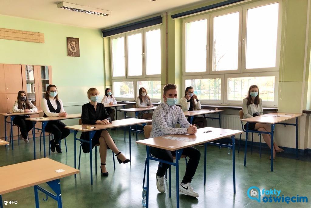 1431 abiturientów rozpoczęło dzisiaj egzamin maturalny w szkołach publicznych i niepublicznych w powiecie oświęcimskim.