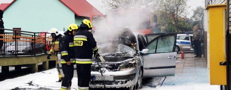 Przy ośrodku zdrowia zapalił się samochód