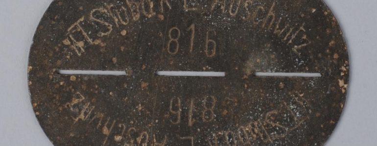 Nieśmiertelnik esesmana z Auschwitz trafił do muzeum