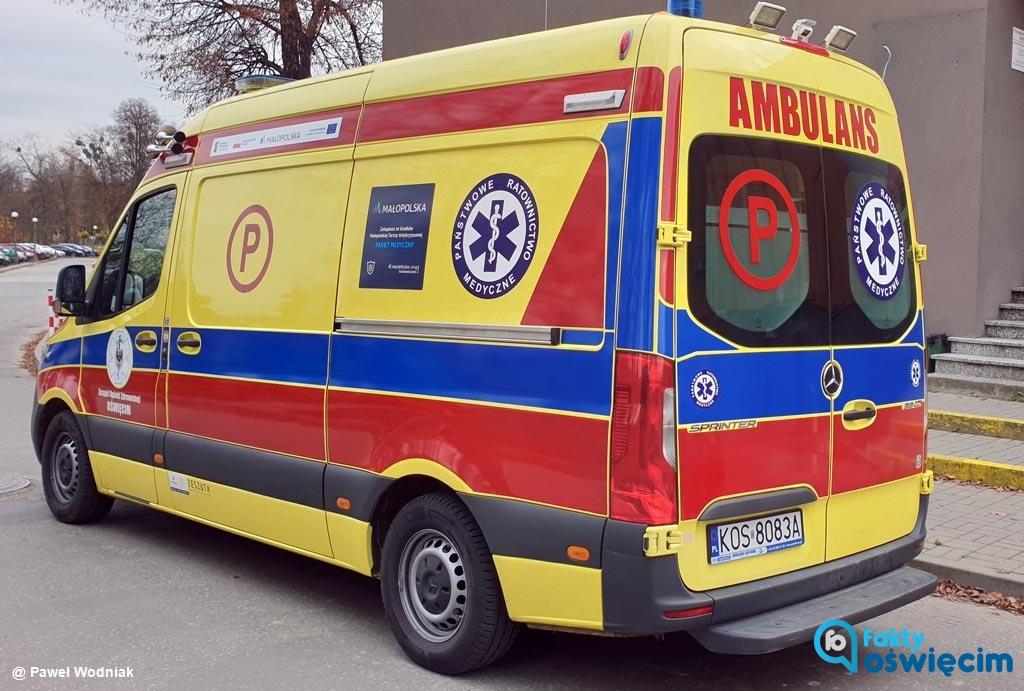 42-latek wysadził z samochodu swojego brata i zostawił go na ulicy, po czym odjechał. Mężczyznę, który doznał zawału serca uratowali świadkowie zdarzenia.