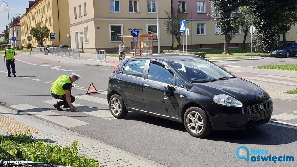 Dzisiaj przed godziną 15 w Oświęcimiu doszło do zdarzenia drogowego. Rowerzysta na przejściu dla pieszych wjechał w samochód.