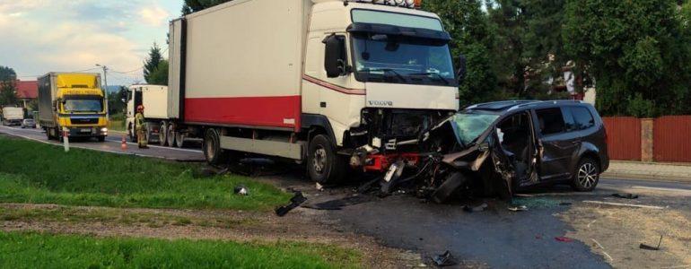 Zderzenie w Graboszycach. Kierowca w ciężkim stanie – FOTO