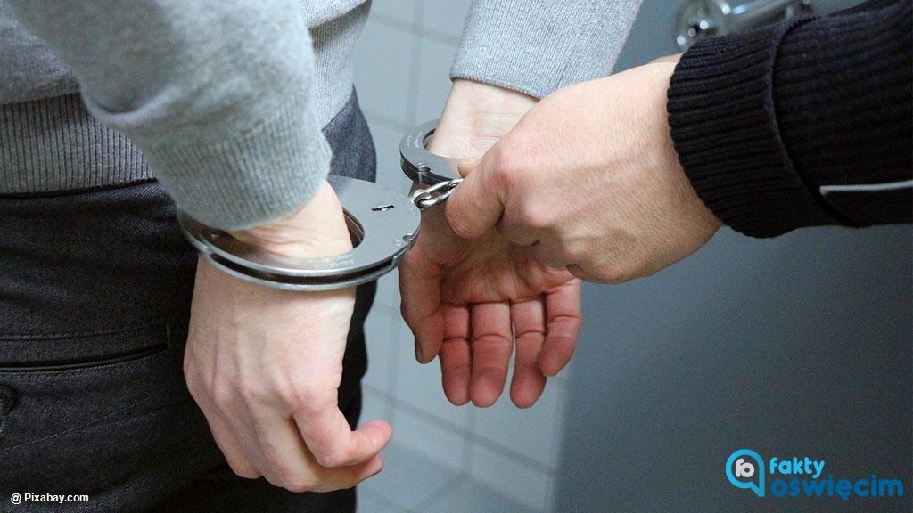 Brzeszczańscy dzielnicowi zatrzymali pijanego kierowcę samochodu. Mężczyzna od razu trafił do zakładu karnego.