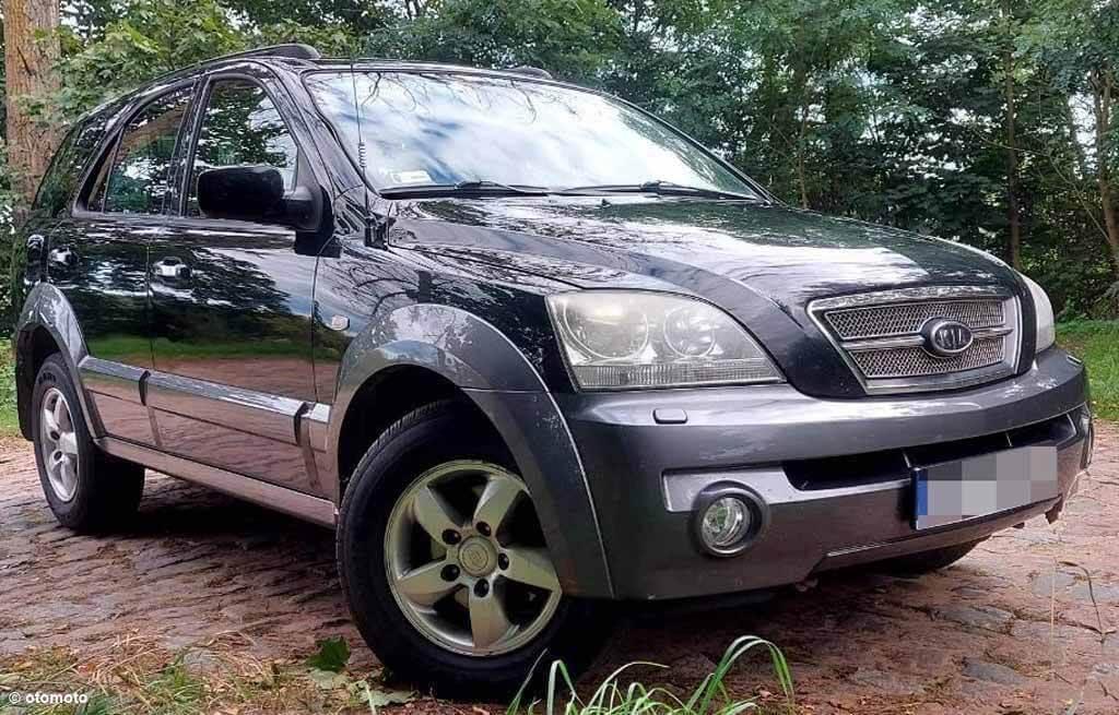 Policjanci szukają skradzionego samochodu kia sorento. Nieznany sprawca ukradł go przypuszczalnie w nocy z 20 na 21 września.