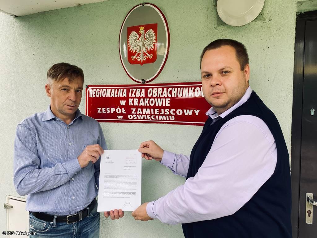 Pismo dotyczące oświęcimskiej afery bilbordowej złożyli w Regionalnej Izbie Obrachunkowej radni klubu Prawo i Sprawiedliwość w Radzie Miasta Oświęcimia.