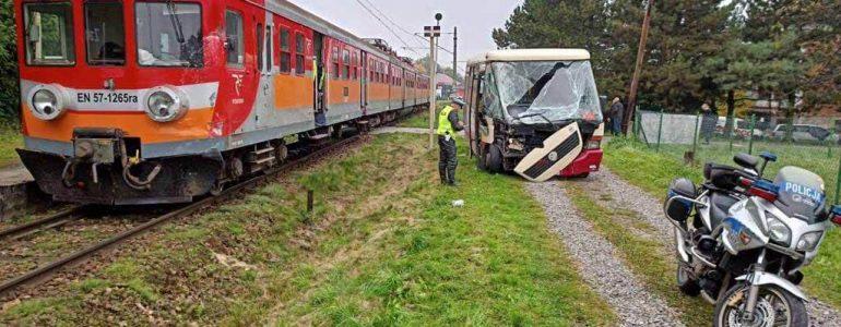 Zderzenie autobusu z pociągiem – FOTO